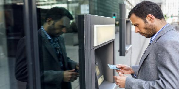 Carte bancaire bloquée : quelles sont les démarches à faire pour que cela ne se produise pas par erreur.