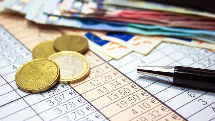 Surendettement et plafond des frais bancaires : quelles sont les limites ?