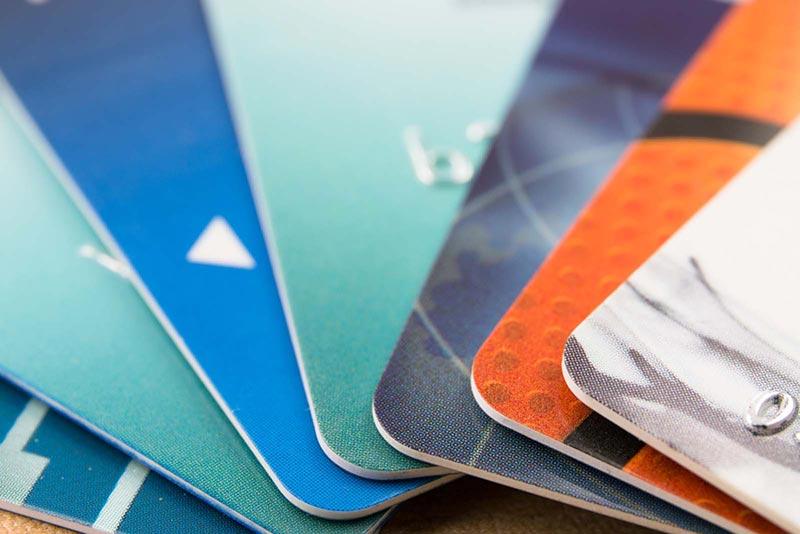 Comment connaitre la date d'expiration de sa carte bancaire et que faire ?