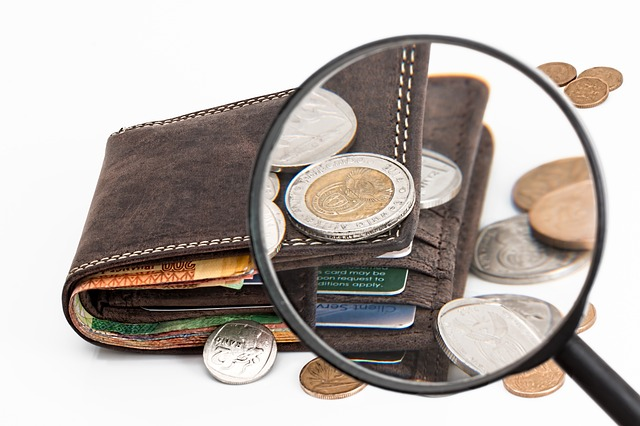 Réduire ses frais bancaires à l'étranger : options et tarifs appliqués par les banques