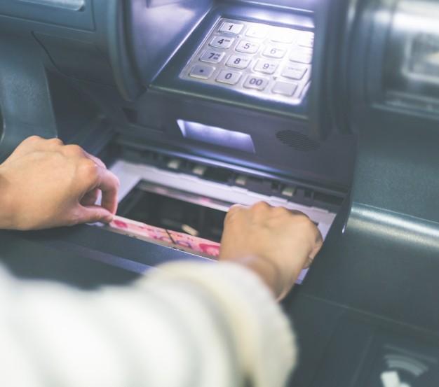 Combien peut-on retirer en liquide au distributeur automatique de billets ?